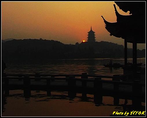 杭州 西湖 (其他景點) - 564 (西湖十景之 柳浪聞鶯 在這裡看 西湖十景的雷峰夕照 (雷峰塔日落景致)