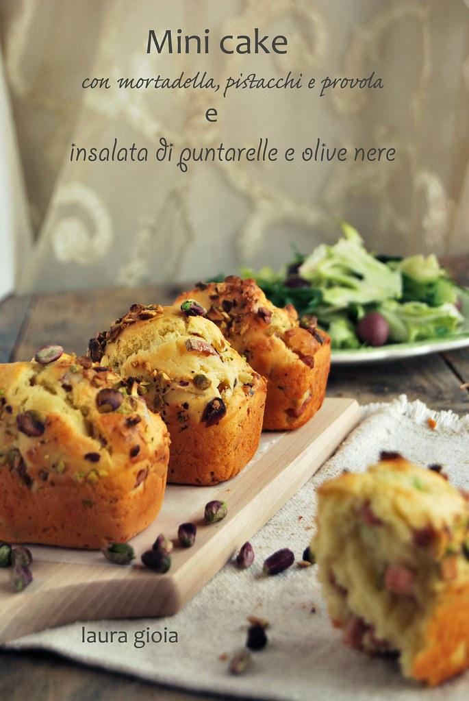 Mini cake con martella, pistacchi e prova e insalata di puntarelle e olive