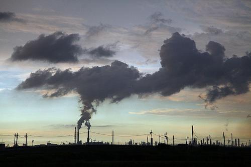 從五條港安西府,朝著六輕工業區,逆光拍到的「人造雲」(圖:Alhorns)