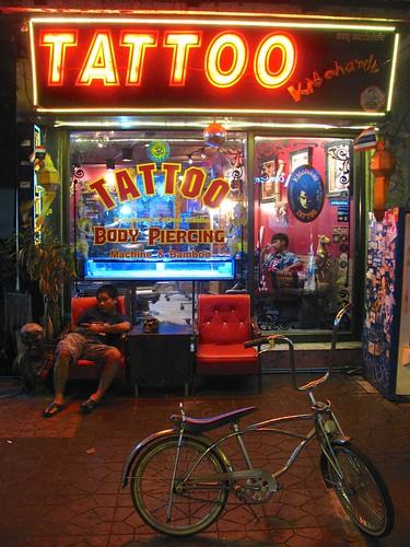 Tienda de tatuajes en Bangkok