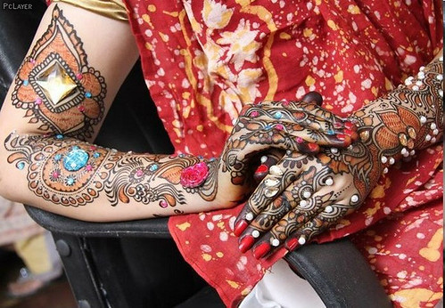Latest Glitter Bridal Mehndi Designs (34)