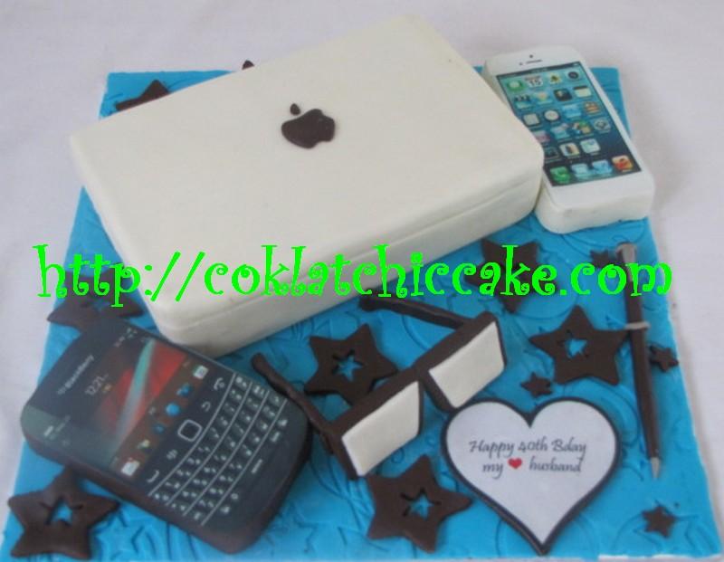 Kue ulang tahun dengan tema cake macbook blackberry dan iphone model