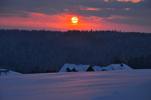 schnee houses winter sunset sky sun snow clouds forest austria evening abend österreich sonnenuntergang himmel wolken february sonne wald oberösterreich februar häuser upperaustria mühlviertel kirchschlag nikond3100