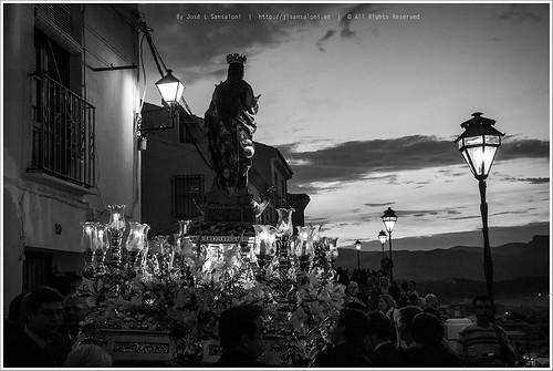 Buen Suceso - Enfrente de la Virgen se recortan las montañas by Sansa - Factor Humano
