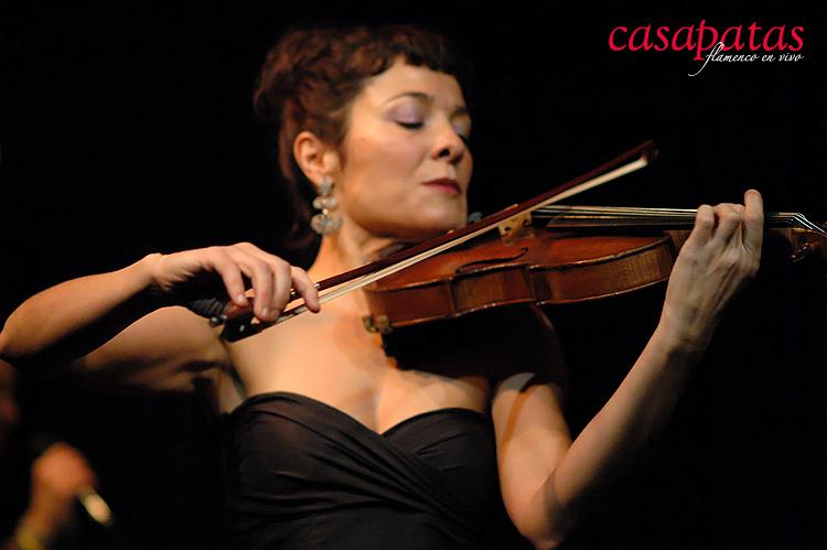 Y Mónica Fuentefría, violinista, dará dulzura a los bailes y encanto a las partes musicales. Foto: Martín Guerrero