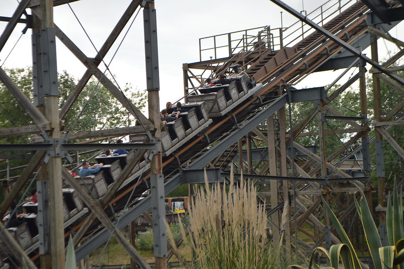 Up the Lift Hill of El Diablo