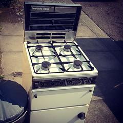 gas stove(1.0), kitchen stove(1.0), major appliance(1.0),