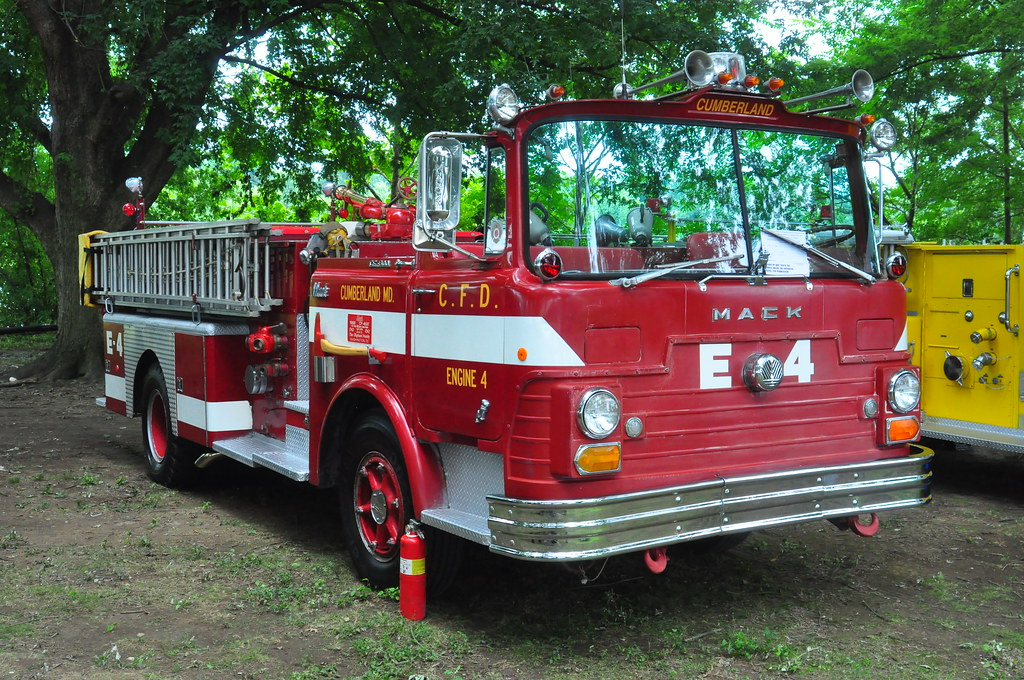 Cumberland Fire Department Engine 4 | 1968 Mack | Triborough | Flickr