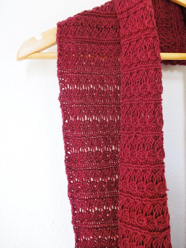 Stockholm scarf in burgundy merino