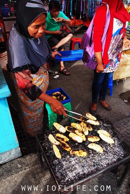 Membakar pisang