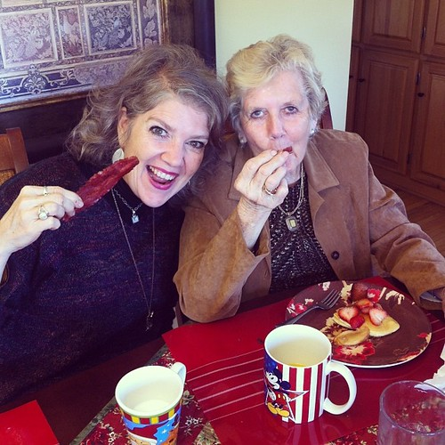 Me and my mama. #saturdayafterthanksgiving #breakfastfeast #breakfast #thanksgivingholidays #icraveprotein #foodiemama #christmascups