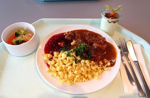 Wildschweingulasch mit Preiselbeeren & Spätzle / Boar goulash with cranberries & spaetzle