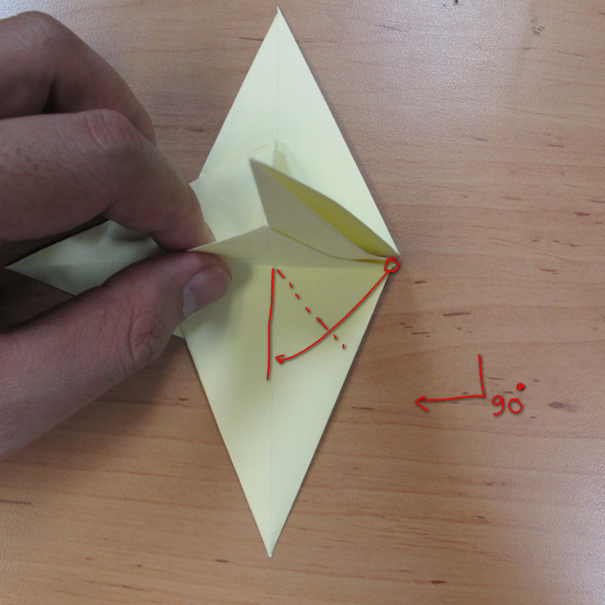 วิธีพับกระดาษเป็นดอกกุหลายแบบเกลียว 026