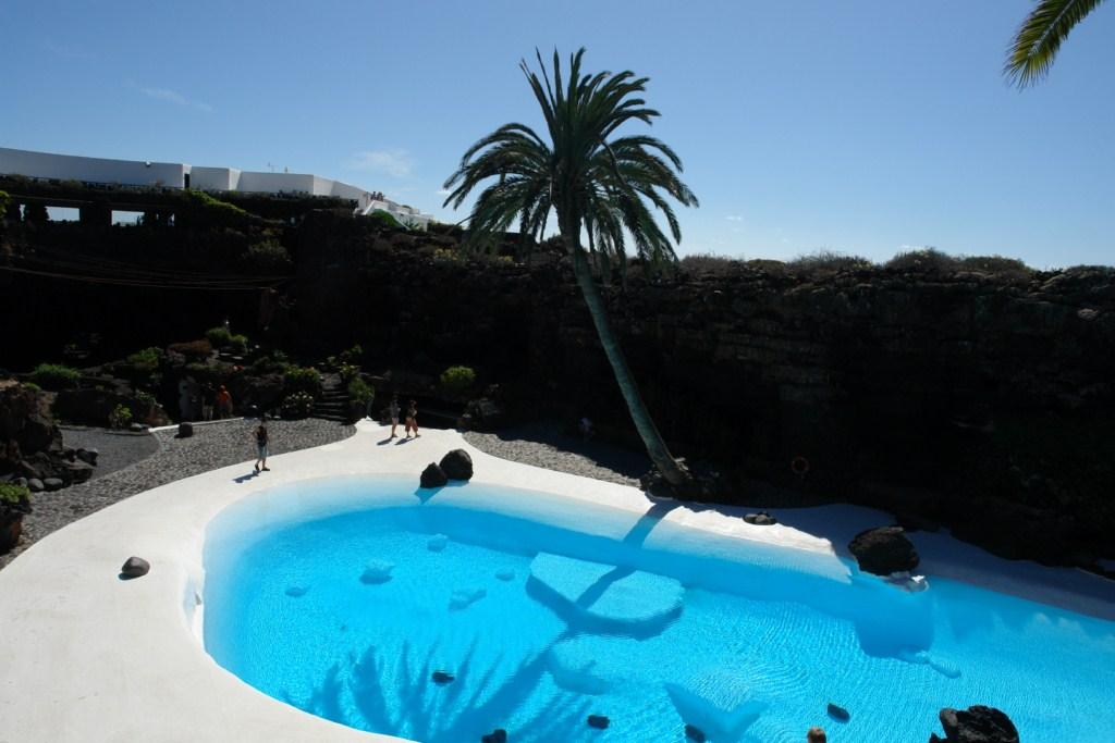 Piscina de los jardines tropicales de los jameos del agua en lanzarote lugares que visitar en lanzarote - 12882231595 9513103a16 o - 5 increíbles lugares que visitar en Lanzarote