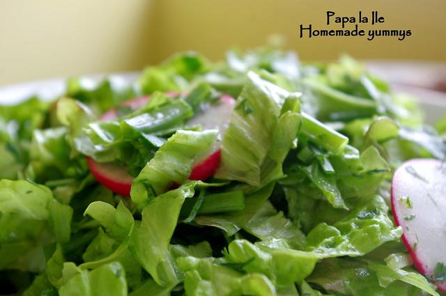 Pulpe de pui sos de usturoi cu busuioc si salata (5)