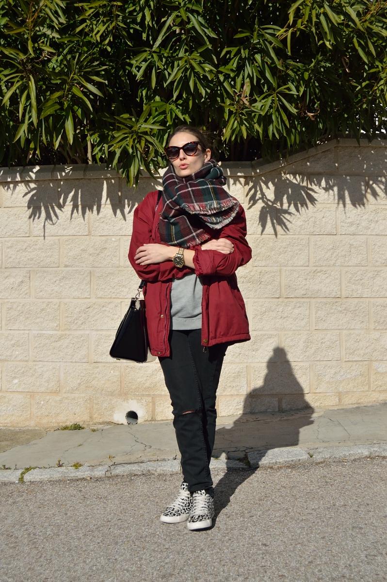 lara-vazquez-madlula-blog-easy-casual-look-burgundy-plaid