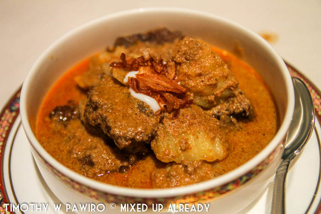 Philippines - Manila - Dusit Thani Manila - Benjarong Thai restaurant - Beef curry