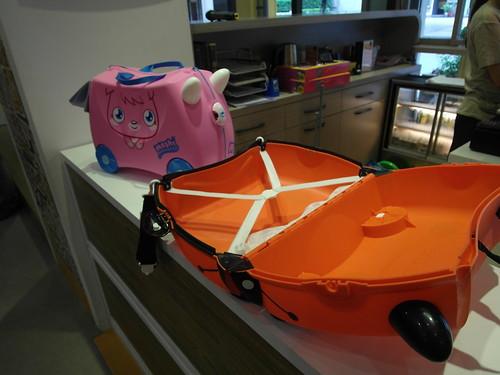 trunki 三合一騎坐式小型行李箱,打開後的樣子@Bloom & Grow 寵愛媽咪母親節聚會