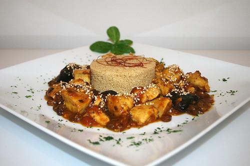 52 - Marokkanisches Huhn mit Pflaumen, Rosinen, Zimt & Honig - Seitenansicht / Moroccan chicken with plums, raisins, cinnamon & honey - Side view