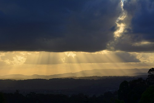 autumn sunlight clouds landscape countryside shadows silhouettes australia cumulus nsw sunrays sunbeams lateafternoon cloudshadow northernrivers sunlightthroughclouds mackellarrange