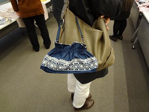 晴雨兼用一級遮光折りたたみ日傘 バッグにかけたとこ