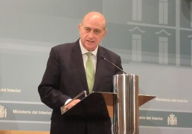 El ministro del interior durante la rueda de prensa celebr for El ministro de interior