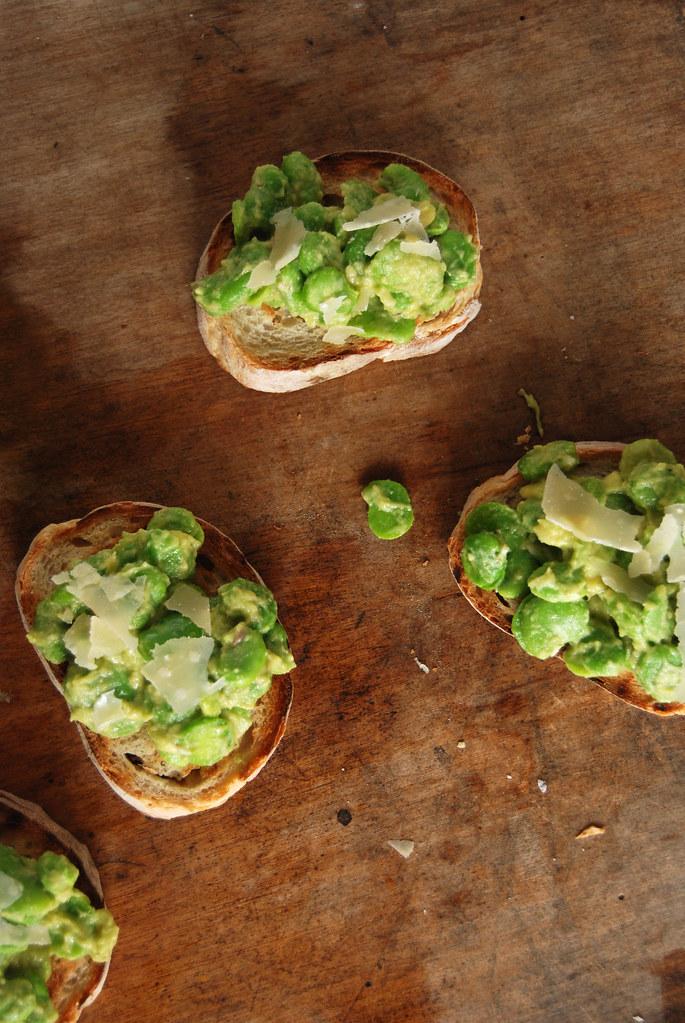crostinis de favas / fava beans crostinis