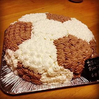 ちょっと早いですが、今夜は家族で次男くんのお誕生日会を開きました。 サッカー大好きなので誕生日ケーキはサッカーボール型。11歳になります。子供の成長は早い! 今日もしっかり食べ過ぎました^_^;