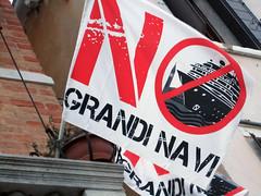 No Grandi Navi : Stop aux grands navires (qui détruisent la région).