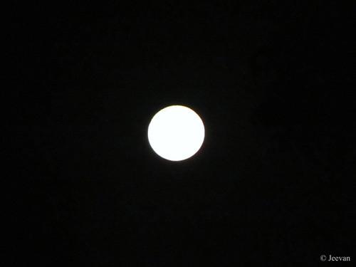 வட்ட நிலா / Round Moon