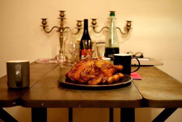 うむ。晩餐ぽい。マグカップだけど。