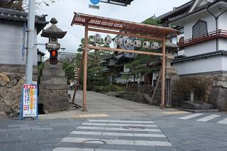 Nagano, walking to temple