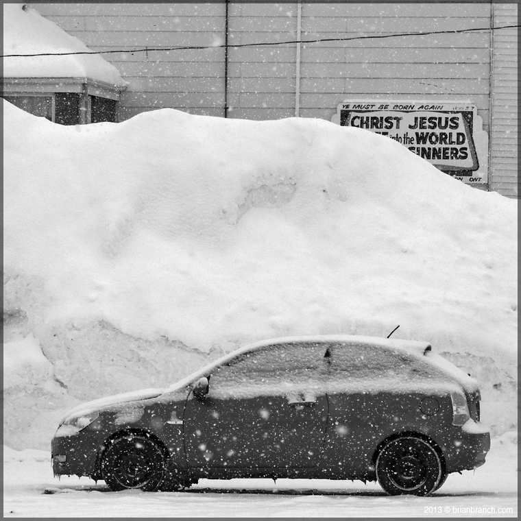 DSCN5407_car_snow_jesus