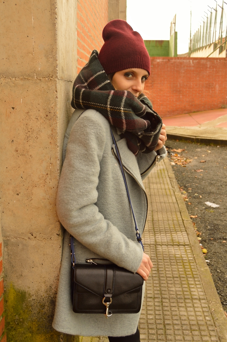 lara-vazquez-madlula-fashion-burgundy-beanie-fashion-tartan-foulard-rebecca-minkoff-moto-black-bag-grey-coat-winter