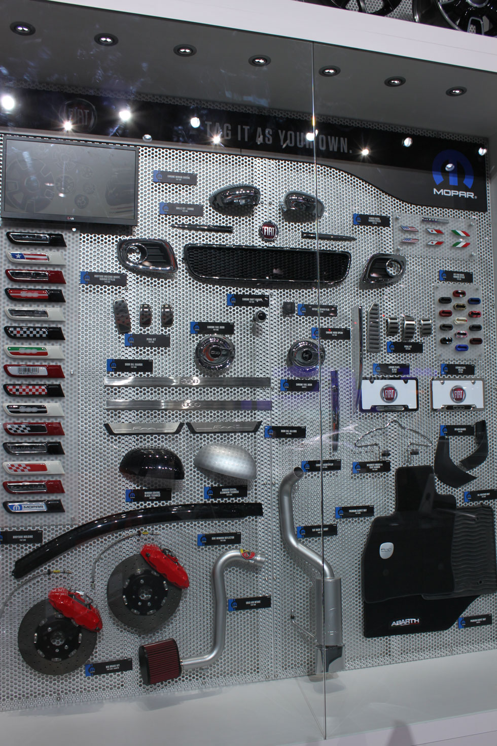 2014 NAIAS Show - Mopar Display