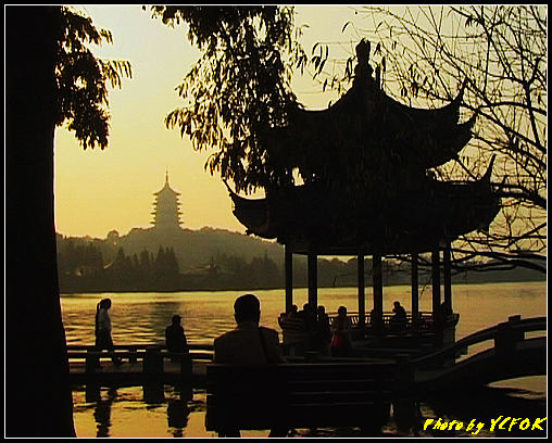 杭州 西湖 (其他景點) - 541 (西湖十景之 柳浪聞鶯 在這裡準備觀看 西湖十景的雷峰夕照 (雷峰塔日落景致)