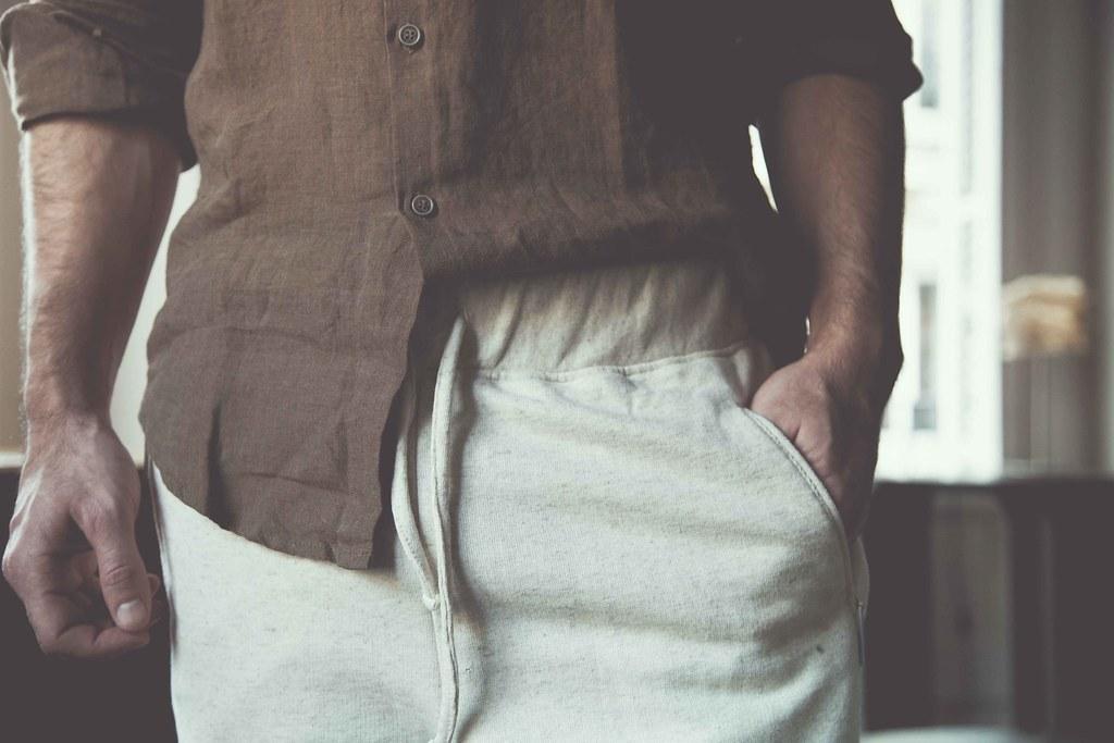 Camisa de lino y pantalón de chandal