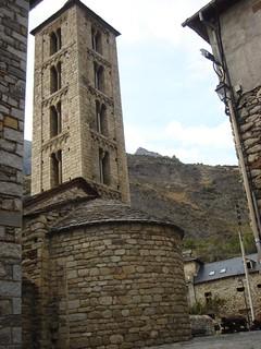 Campanario y ábside de Santa Eulalia.