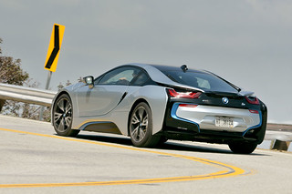 BMW-2014-i8-on-the-road-02