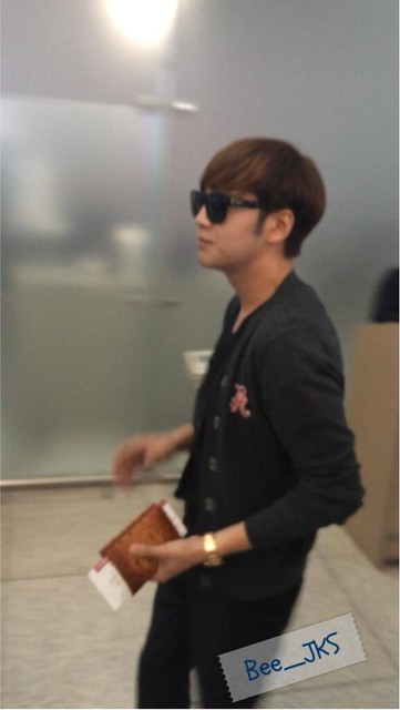 [Pics] JKS departs from Seoul to Beijing_20140425 14039323833_e2846c2505_z