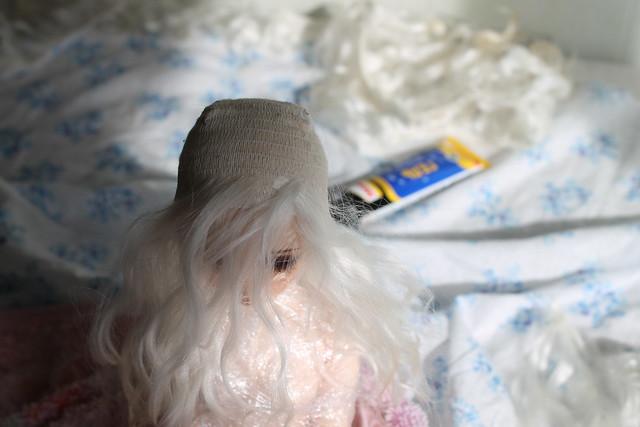 Клееный парик для куклы из трессов козы