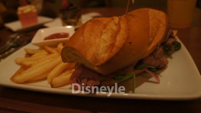 Be Our Guest レストラン 巨大なサンドイッチ