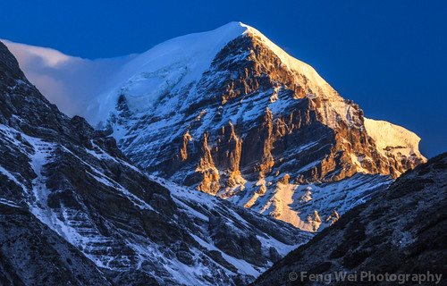 travel nepal light cloud mountain snow color beautiful horizontal sunrise dark landscape dawn twilight asia outdoor scenic peak remote np majestic annapurnacircuit annapurna himalayas manang gandaki westernregion annapurnaconservationarea muktinathhimal