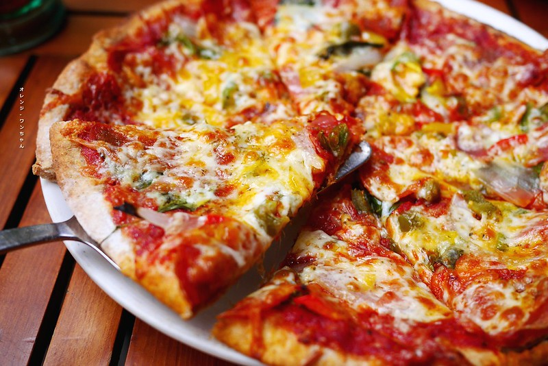 16307563039 c4d791355e c - 阿米奇義式廚房 AMICI │西區:人氣轉角義式好料餐館~外國人也愛的大份量價格實惠義大利麵加披薩~推薦泰式奶油海鮮義大利麵跟辣味披薩!