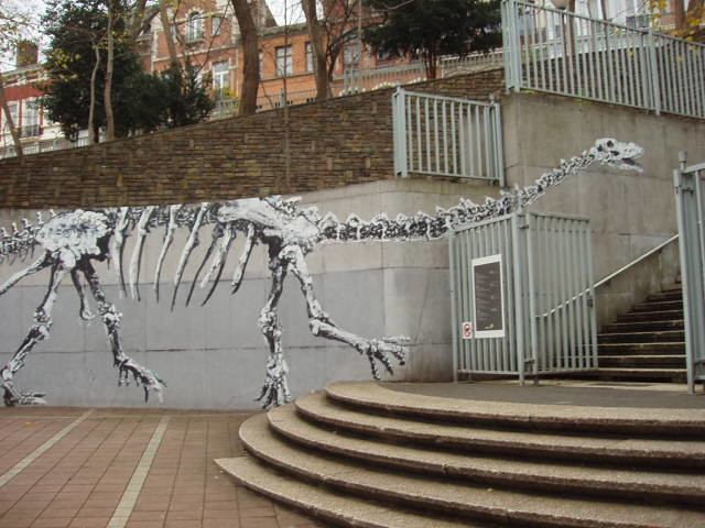 200712050002_dinosaur-graffiti