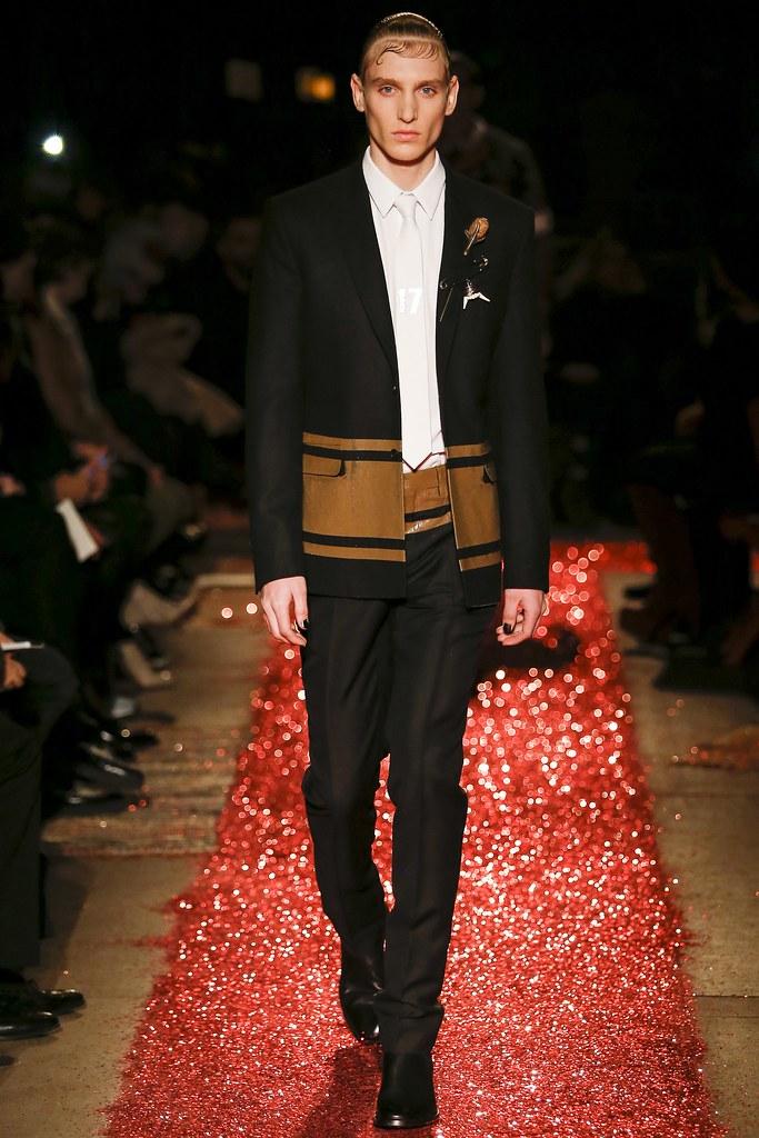 Jeroen Smits3209_FW15 Paris Givenchy(VOGUE)