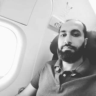 في مطار #البحرين على طائرة #طيران_الخليج والهبوط بيكون في جده. أقل من ٣٦ ساعة شفت فيها كم واحد حبيب من ربع الشرقية