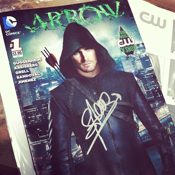 got Arrow to sign my 'Arrow'! #cw #arrow