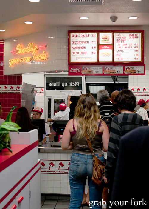 eat in queue at in-n-out burger la los angeles american fast food