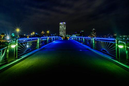 bridge skyline wisconsin night downtown unitedstates milwaukee artdeco usbanktower